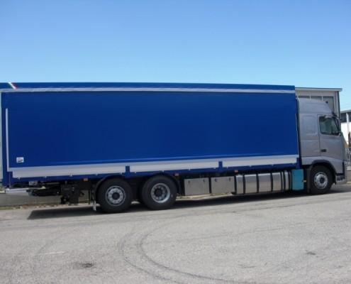 Volvo - cassone centinato, porte doppia anta ,attacco biga, sponda retrattile per attacco biga