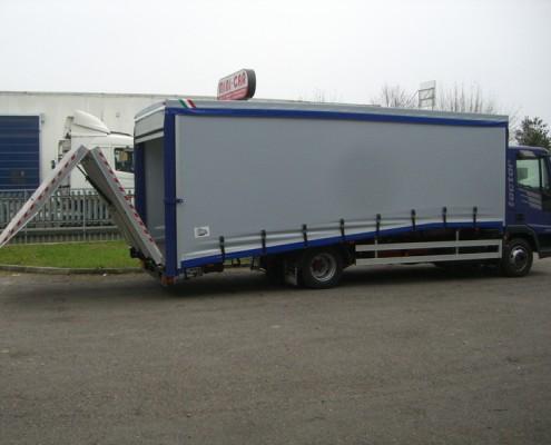 Eurocargo trasporto vetture con rampa di carico posteriore