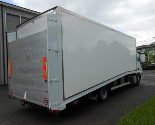 Eurocargo trasporto vetture , rampa di carico posteriore e porta laterale