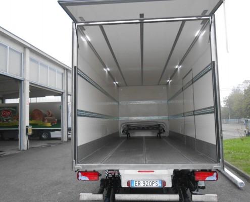 Man - furgone isolato, fermacarico interni